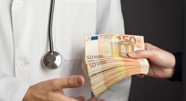"Vaccini, D'Anna: ""Si vergogni chi prende soldi da Big Pharma"""